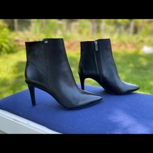 New Michael Kors Leather Ankle Classic Booties